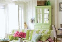 Comfy Cozy Cottage Style / by Jessica Vaughan