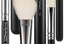Makeup MAC Joan art