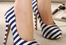 sapatos de saltos altos