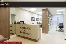 Decoração de pequena sala comercial para advocacia / Acessem nosso site e vejam reportagem completa com dicas de materiais para decorar sua clinica, escritório e pequenos espaços.