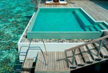 Piscine / Relax con gli amici, estate, cosa meglio di una piscina fuori terra , o un piscina con acqua riscaldate e idromassaggio ...cosa ti serve di più!