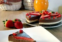 http://felycarmen.blogspot.ro/2015/12/tort-cu-ciocolata-alba-neagra.html
