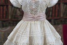Antika dockkläder