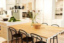 Signatur Sandell Marbodal / Signatur Sandell Marbodal är ett designsamarbete mellan Marbodal och möbelformgivaren Thomas Sandell och som utmanar den traditionella synen på köksplanering.