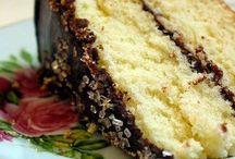 Cakes / by Diane Niekamp