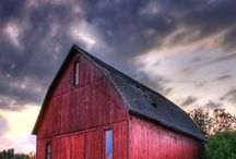 Red barns / by Kathy Chambers