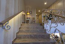 Paslėptas apšvietimas | Apšvietimo idėjos / Laiptai, spintelės, spintos, lubos, palėpės ir daugelis kitų vietų - LED juostoms yra tobulos erdvės pasislėpti. Paslėptas apšvietimas namuose atrodo itin subtiliai ir skoningai. Idėjos, patarimai, nuotraukos, video apie paslėpto apšvietimo dizainą įvairiose patalpose. www.elmo.lt