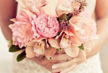 Wedding Flowers & Centerpieces / by Gail Ingemi