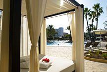 Protur Sa Coma Playa Hotel & Spa**** / Situado en Sa Coma, el Protur Sa Coma Playa Hotel & Spa ofrece unas magnificas intalaciones para los clientes que deseen pasar una vacaciones tranquilas en Mallorca y con todos los servicios y comodidades de una hotel moderno.