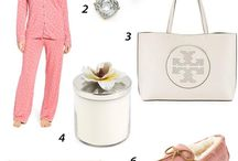 Stylish Gifts For Mom / Stylish and comfortable cashmere outfit gift ideas for mom for mother's day. Perfect for any time of the year!