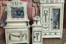 Antique and vintage dolls houses
