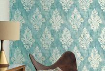 Tapet living vinil Origine Grandeco / Colecția de tapet living din vinil, Origine, de la designerii belgieni Grandeco este o combinatie reusita intre modele abstracte, tipare geometrice, modele stil barok si modele dungate, pline de culoare. Unul dintre principalele avantaje ale acestei colectii, este ca toate modelele sunt superlavabile, si se intretin extrem de usor. Atmosfera din livingul tau va fi total schimbata.