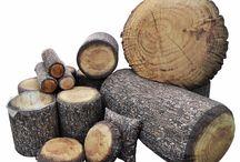 design inspirowany naturą / Wszystkim miłośnikom przyrody ceniącym wyjątkowe rozwiązania proponujemy design inspirowany naturą - niemiecką kolekcję leśną wood design, w której pufy, stoliki i poduchy do złudzenia przypominają drewniane pieńki na leśnej polanie. Najwyższej jakości, wygodne i praktyczne  będą wyjątkowym elementem aranżacji domu czy ogrodu.
