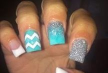 NAIL DESIGNS / by Danielle Demarco