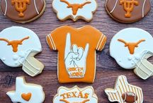 Super Bowl Cookies / Inspiration for cookies and more to have at your Super Bowl party!
