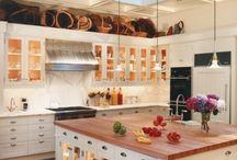 kitchen islands / by Jodi Worlow