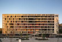 Edifici Pubblici e Urbanistica / Civic and Masterplan / Esempi di edifici pubblici, di interventi a scala urbana e grandi strutture in genere.