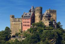 Schönburg im Weltkulturerbe Oberes Mittelrheintal / Castle Schoenburg in the  Rhine River valley / Inmitten einer wunderschönen Umgebung liegt das Burghotel auf Schoenburg. I the middle of a beautiful landscape, the castle hotel Schoenburg is situated