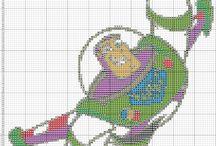 astronauta buzz en punto de cruz