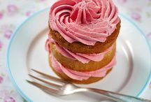 Cupcakes and Mini Cakes / I prefer mini cakes to cupcakes, but can't leave the original cupcake out, it has its purpose