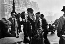 O Beijo na Fotografia / O beijo é provavelmente um dos gestos mais antigos e significativos na história da humanidade e pode ter diversos sentidos: afeto, luto, celebração, respeito, conforto e amor.