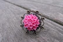 Jewelry / jewelry, earrings, necklaces, bracelets, rings, silver, gold, diamonds, rocks,