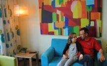 Ronald McDonald Huiskamer Friesland / Op de kinderafdeling van het Medisch Centrum Leeuwarden beschikt Ronald McDonald Huis Friesland over een prachtige Huiskamer die ouders, ooms, tantes, opa's en oma's een prettige verblijfsruimte biedt. De koffie staat altijd klaar! De Huiskamer is een voorbeeld van de nauwe samenwerking met het kindercentrum van het MCL.
