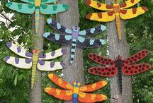 Большие насекомые на забор,лето