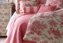 Bedding / by Joan Schultz
