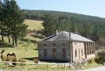 Taramundi / Maravillosa zona del occidente de Asturias. Un lugar mágico y lleno de luz, donde el agua, el aire, la tierra, los bosques, la calidez de una chimenea...son sus señas de identidad. Ven a visitarnos, te esperamos viajero, viajera...!