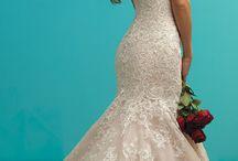 esküvői ruhák.