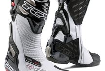 Motorcycle Boots (Mens) available in Women's Sizes 6.5-9 / it's impossible to find great women's boots (race, dual sport, offroad, street) so here are some men's boots that come in this sizes 6.5-7-8-9 (~Euro 36-39)
