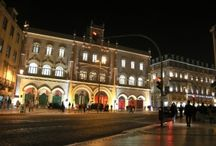 Lisbon by night / See these amazing pictures of Lisbon by night! Lisbon is a city with a beautiful light, by day and by night and we will show you that right here. Hope you enjoy it and visit us! http://smartkittens.xyz/layoverportugal/