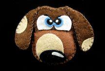 Broszki z filcu / Brooches of felt / Miśki, Zdziśki i inne zwierzaki do torby i pod pachy. Uszyte ręcznie z najlepszej jakości filcu, z dbałością o szczegóły. Wypchane watoliną, poczuciem humoru, odrobiną złośliwości i przekory :) Dużo ich wyskakuje z mojego szkicownika a każdy jest jedyny w swoim rodzaju :)
