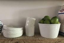 La cuisine Alix D. Reynis / Vaisselle en Porcelaine de Limoges Alix D. Reynis pour rendre vos cuisine enchantée. Kitchen with porcelain