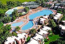 vakantie /  het is het hotel club golden Beach, een hotel in Turkije waar ik ben geweest het is een leuk hotel met losse huisjes