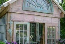 Cups of tea in the green house / Green house ideas