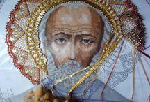 Икона св. Николай чудотворец. / Лик вышит, оклад выплетен на коклюшках.