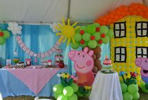 Peppa Pig Birthday Party Ideas / Fun Peppa Pig birthday party ideas, including Peppa Pig birthday cakes, cupcakes, Peppa Pig themed treats, Peppa Pig printables, decorations, party favors, and party activities.