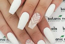 Witte acrylnagels