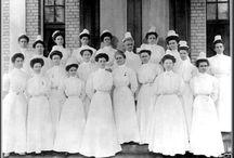 Toen verpleegsters nog mooi waren / Verpleegsterskappen en sluiers / by Willem van Liempt