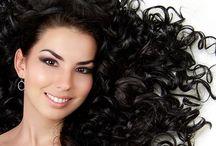 COMO ACABAR com o FRIZZ DO CABELO / Aprenda dicas para reduzir frizz e reparar pontas danificadas, mantendo o brilho e a maciez dos cabelos.   O frizz acaba com o aspecto bonito de qualquer cabelo. Para as donas de fios lisos, o arrepiado fica ainda mais aparente, já que qualquer fiozinho fora do lugar chama bastante atenção  Confira receitas de remédios caseiros para o tratamento de cabelos com frizz e proteja seu cabelo desse incômodo!