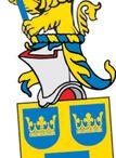 Swe Reg. of Arms / I Svenskt Vapenregister registreras heraldiska vapen för svenska privatpersoner och svenska juridiska personer. Registreringen omfattar sköld, hjälmtäcke och hjälmprydnad. Undantagna från registrering är vapen som syftar på staten eller statsmyndigheterna, kommunala vapen samt vapen som det görs gällande är adliga. Registrering förutsätter att vapnet anmäls till registret av någon som har rätt till vapnet.