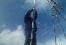 Antenista instalando una antena TV en San Fernando / Instalación de antena TV en San Fernando debido a la caída de la antena por el viento.