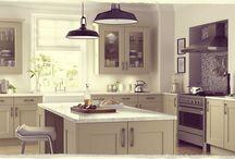 Ideje za opremo doma / Čeprav so gradnje in adaptacije bivalnih prostorov lahko naporne, pa nas ideje, kako bomo dom naredili prijeten za bivanje, ženejo k cilju!  Marsikatero idejo vam lahko uresničijo mojstri, ki jih najdete na VseStoritve.com.