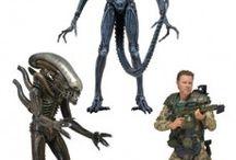 Alien / Artículos de coleccionismo relacionados con el Xenomorfo y los personajes aparecidos a lo largo de la saga.