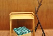 Raiz Cuadrada y Tablas / Percheros de diseño en madera paraíso