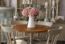 Cottage Dining Room Table and Chairs