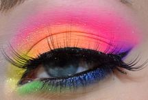 Bright Eye / This eye makeup is not really the thing at the moment. But I love the boldness!