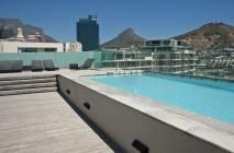 Harbour Bridge 2 / This apartment is in the beautiful Harbour Bridge building set against a backdrop of ocean and mountain views and is conveniently situated on the fringe of the Cape Town Convention Centre linking it, via a fresh water canal, with the V&A Waterfront.